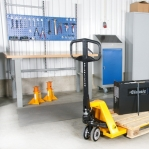 Hand pallet truck 800x520/2000 kg nylon castors